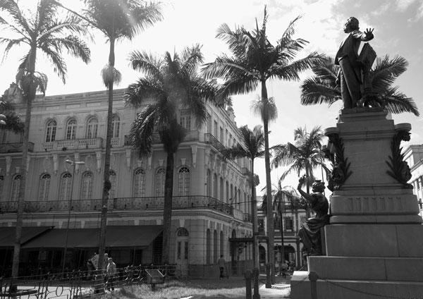 estatua-momento-tumulo-carlos-gomes-photo-by-AlvaroJr-baixa