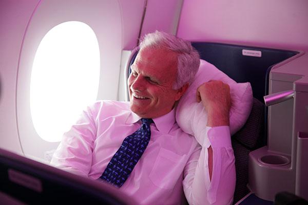 David Beeleman bastante descontraído a bordo do avião