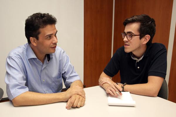 Prof. Dr. Alexandre de Assis Mota conversa com Fernando