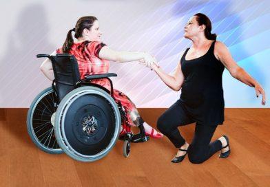 Mães e filhos com deficiência se reencontram na dança