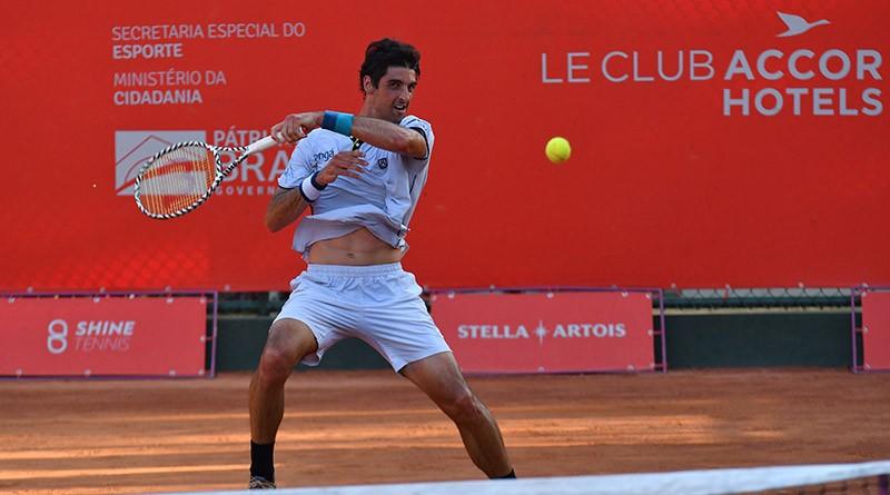 Bellucci para em argentino e volta a cair nas quartas no Campeonato Internacional de Tênis
